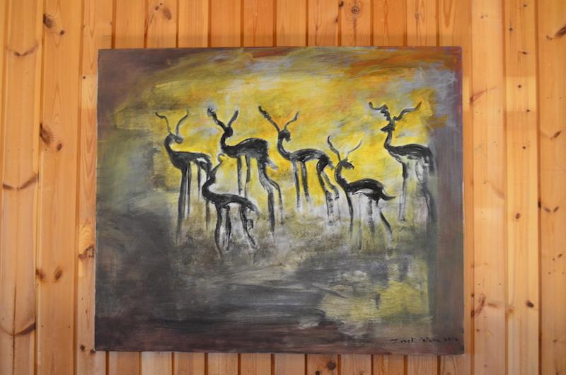 Juhlatilaa koristaa mm. Irmeli Pataman maalaus